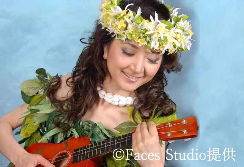 フェイシズスタジオでハワイアンスタイルの記念写真