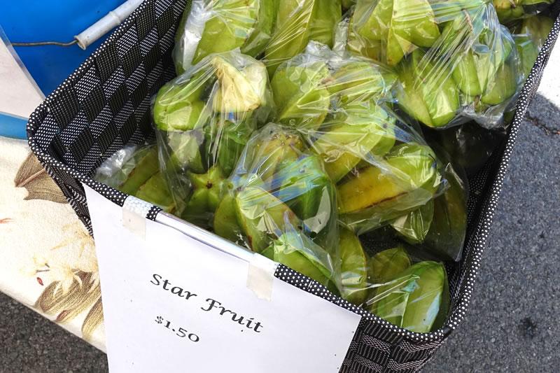 ハワイで売っている緑のスターフルーツ