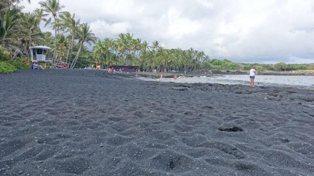 ハワイ島ブラックサンドビーチ